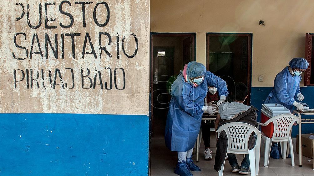 """""""Salud vino a Piruaj Bajo, como lo hacemos en cada pueblo por más pequeño que sea, para llegar a vacunar a toda la población"""". Foto: Emilio Rapetti"""