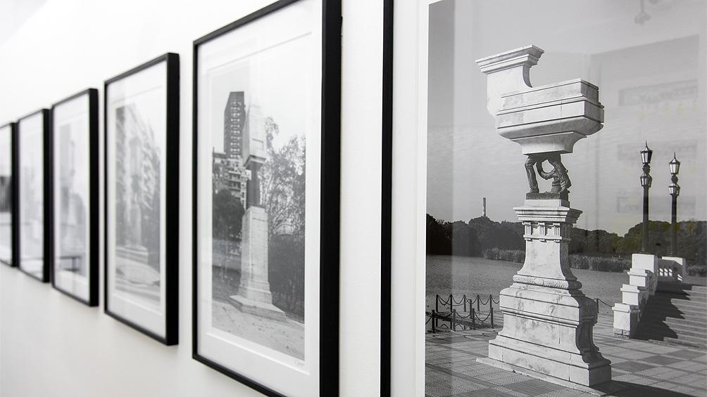 La muestra cuenta con la curaduría del artista y crítico español Marcelo Expósito.