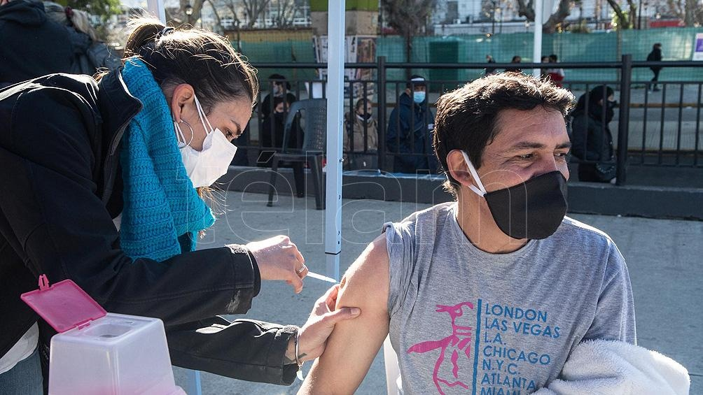 Hasta la mañana de este martes se distribuyeron 31.193.944 dosis de vacunas en todo el territorio y 27.825.228 fueron aplicadas. De ese total, 22.342.067 personas recibieron la primera dosis y 5.483.161 cuentan con el esquema completo de inmunización. Fot