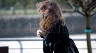 Domingo frío y alerta de vientos intensos en la Costa y el sur bonaerense