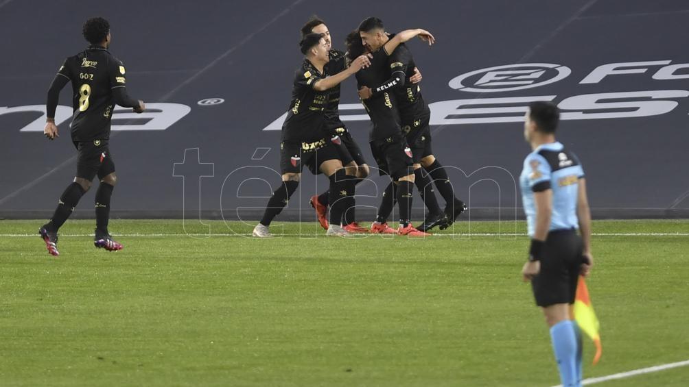 Colón en el festejo de su segundo gol.