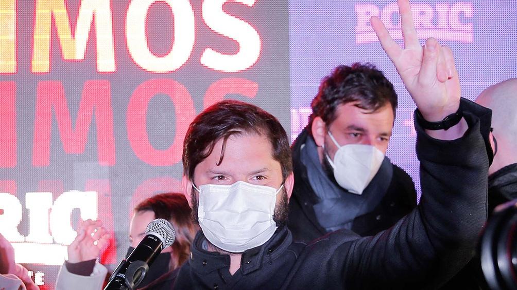 El triunfador de la izquierda, Gabriel Boric es el líder del partido Convergencia Social, tiene 35 años y es diputado desde 2018,