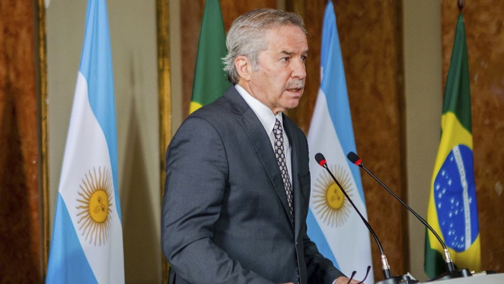 El canciller Solá le transmitió el interés argentino de trabajar para