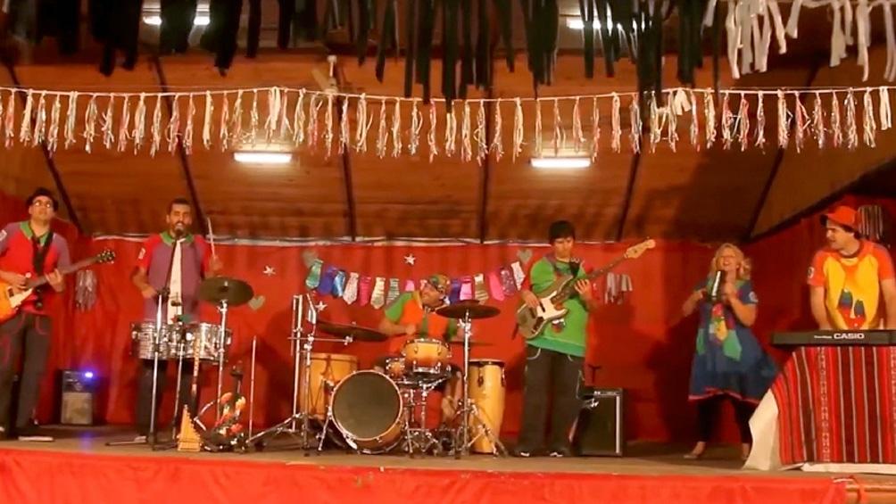 """""""La Banda de las Corbatas"""" está integrada por docentes que abordan diversos géneros de la música popular latinoamericana."""