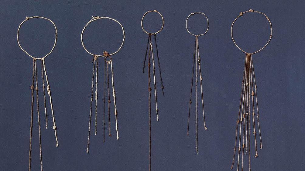 Los colores y tonos de las cuerdas, así como la distancia entre los nudos, tienen sus propios significado.