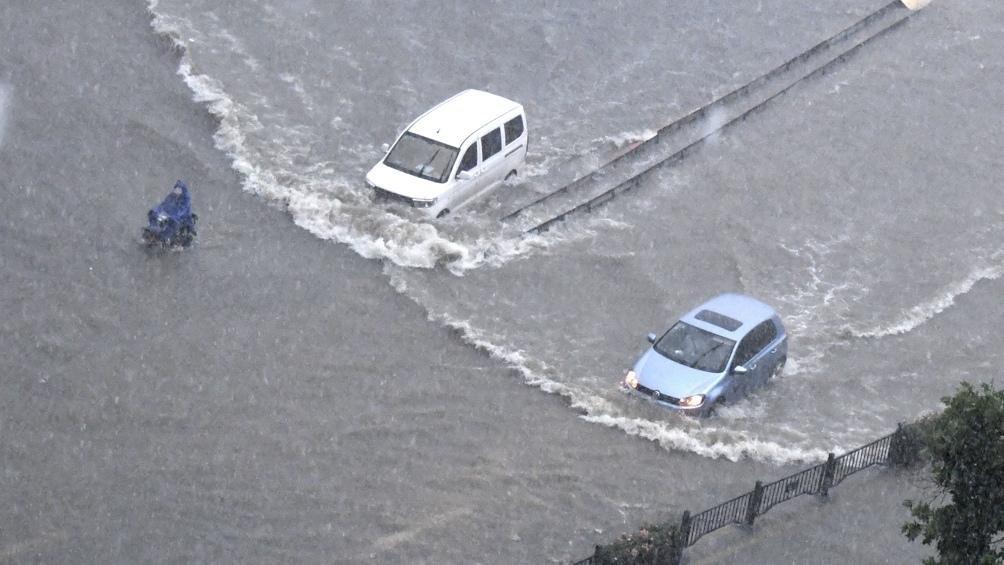 Las precipitaciones sin precedentes cayeron el martes por la noche en Zhengzhou, una ciudad de 10 millones de habitantes localizada a 700 kilómetros al sur de Beijing. (Foto: Xinhua)