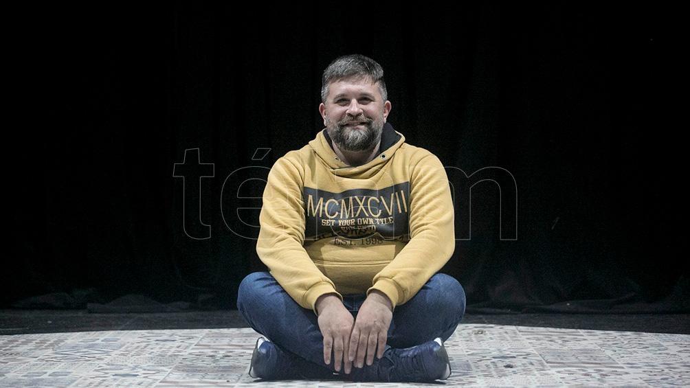 Dossena, director -y actor-, formado con Gené, Oddó y Szchumacher (foto: Florencia Downes)