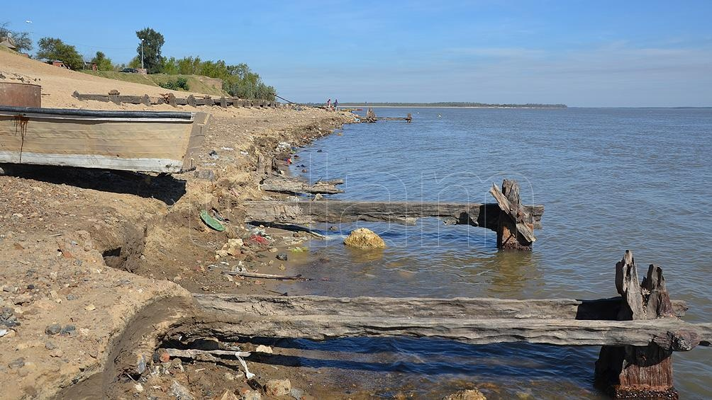 """Por la bajante récord, califican la situación de """"preocupante"""" pero """"está asegurada el agua para la población""""."""