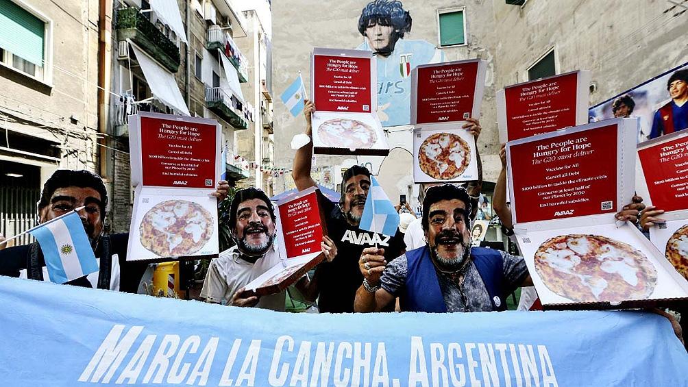 Cumbre y protesta en Nápoles: marcharon con máscaras de Diego Maradona para que las naciones ricas paguen su deuda ecológica