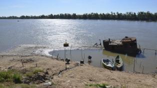 El río Paraná se mantiene estable, pero muy lejos de sus niveles normales