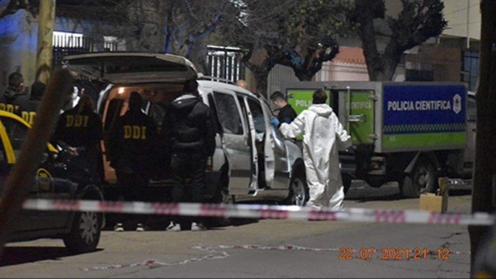El cuerpo de González fue trasladado a la morgue.