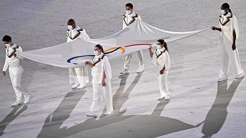 Pareto y una distinción inolvidable: llevó la bandera olímpica en Tokio