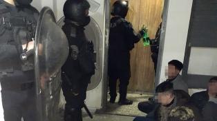 Seis policías heridos en un motín, tras un intento de fuga de una comisaría
