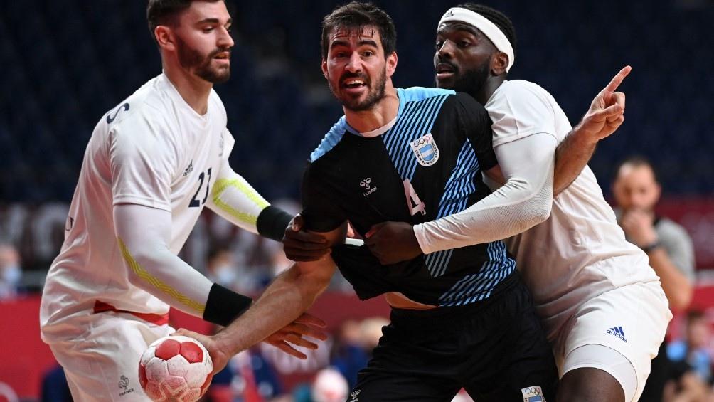 Argentina abrió su participación en Tokio 2020 con una derrota ante Francia por el Grupo A