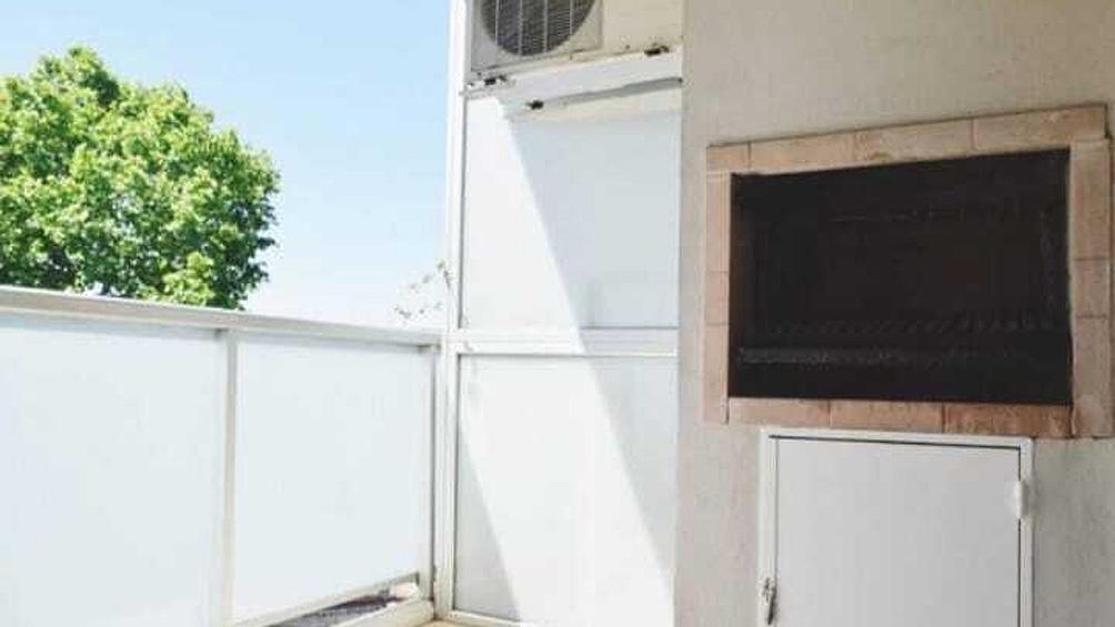 """El criminalista Daniel Fernández concluyó que la joven """"no trepó por sus propios medios al balcón y luego se arrojó al vacío""""."""