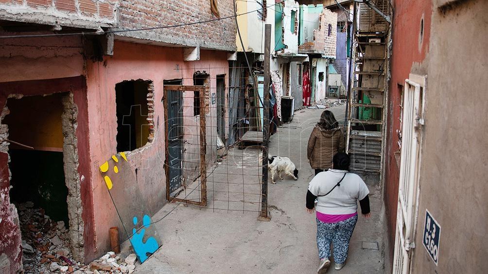 Muchas de estas familias vivieron hasta 16 años debajo de la autopista Arturo Illia en viviendas de ladrillo que ellos mismos construyeron. Foto: Camila Godoy
