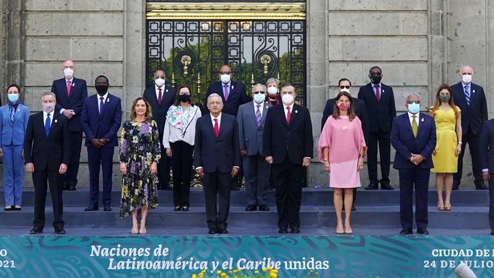 """Tras un homenaje a Simón Bolívar, por un nuevo aniversario de su natalicio, López Obrador lamentó """"el movimiento conservador, las rupturas en el movimiento liberal y el predominio de Estados Unidos en el continente"""""""