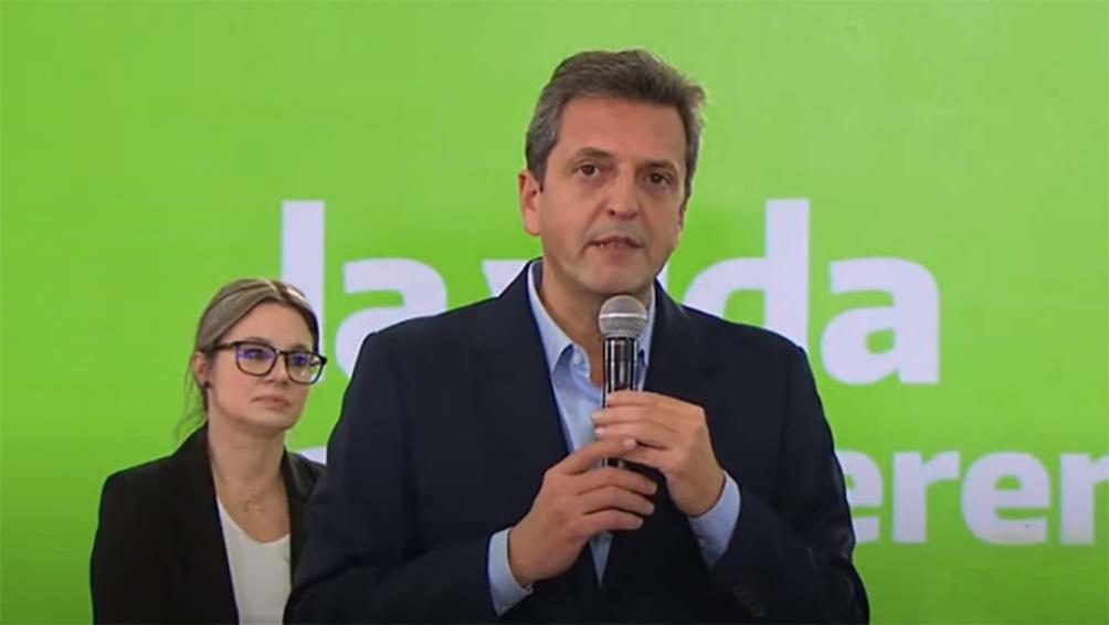 """""""Con estos candidatos vamos a debatir en el Congreso la Argentina que viene: la de la recuperación del trabajo y la de la reactivación productiva para ponerla de pie"""", dijo Massa."""