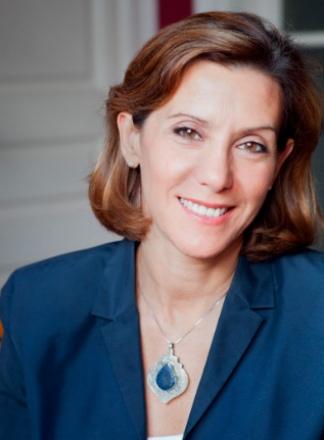 Miles es editora, traductora, periodista, escritora, investigadora de la obra de Roberto Bolaño y caza talentos.