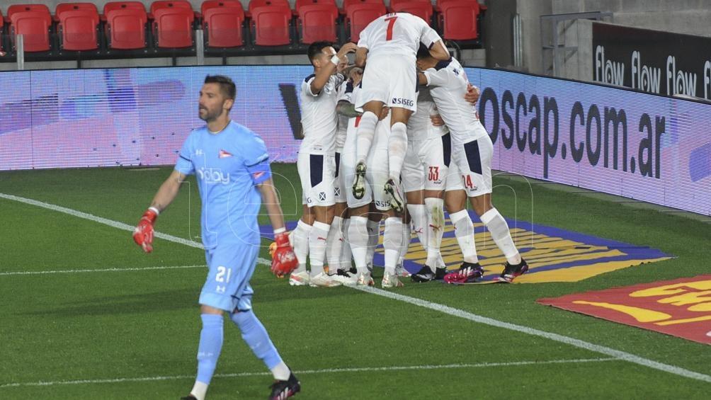 El Rojo venció con gol de Juan Manuel Insaurralde