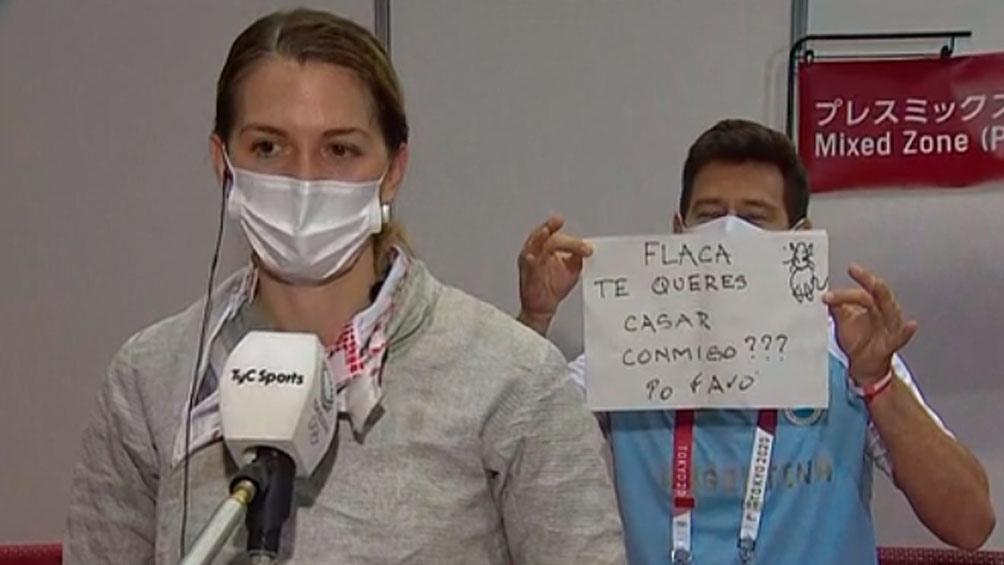 Le propusieron casamiento a una argentina en un móvil en vivo