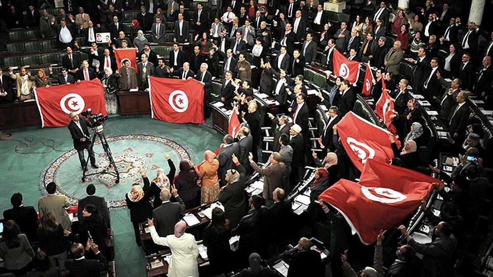 """Saied defendió que tomó la decisión para """"salvar Túnez, al Estado y al pueblo tunecino""""."""