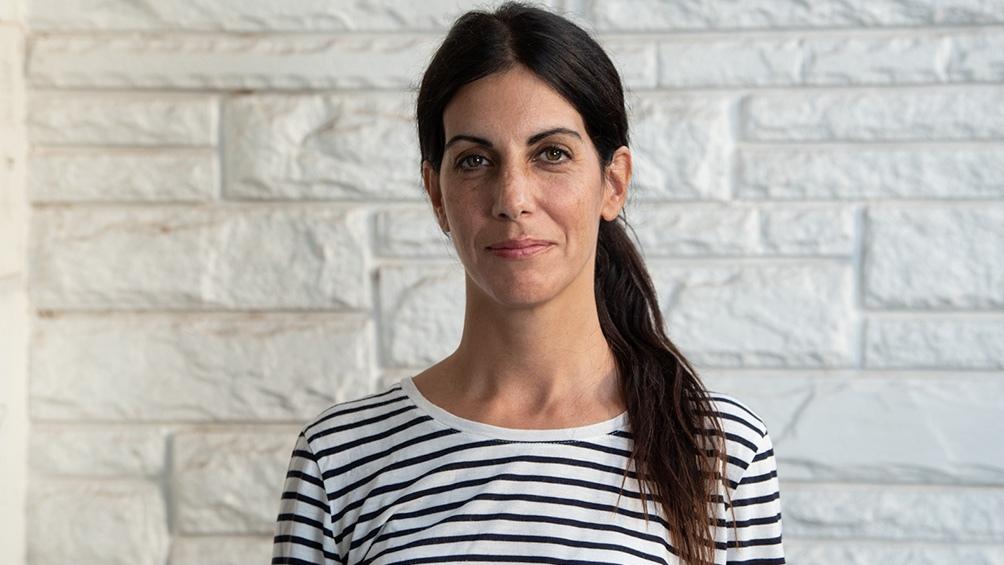 """Luciana De Luca es autora del libro de relatos """"Las fiestas no son para los niños2 y varios libros para niños. Foto: Alejandro Guyot."""