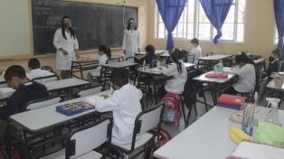 Trotta cuestionó al gobierno porteño por pretender eliminar la distancia en las aulas