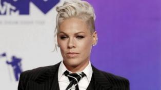 Pink respaldó al equipo femenino de handball de playa de Noruega contra la ropa sexista