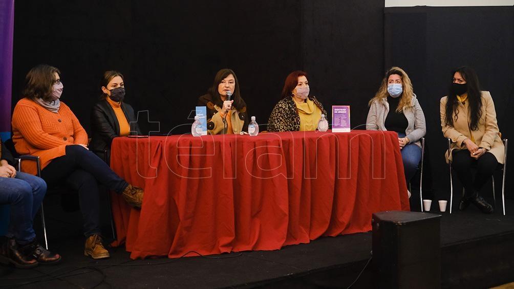 """La ministra bonaerense aseguró que """"faltan algunos ajustes en violencia por razones de género""""."""