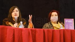 La ministra Díaz presentó el programa Acompañar contra la violencia de género