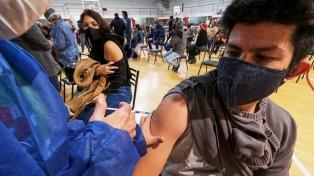 Corrientes: cientos de personas  para aplicarse sin turno la segunda dosis de Sinopharm
