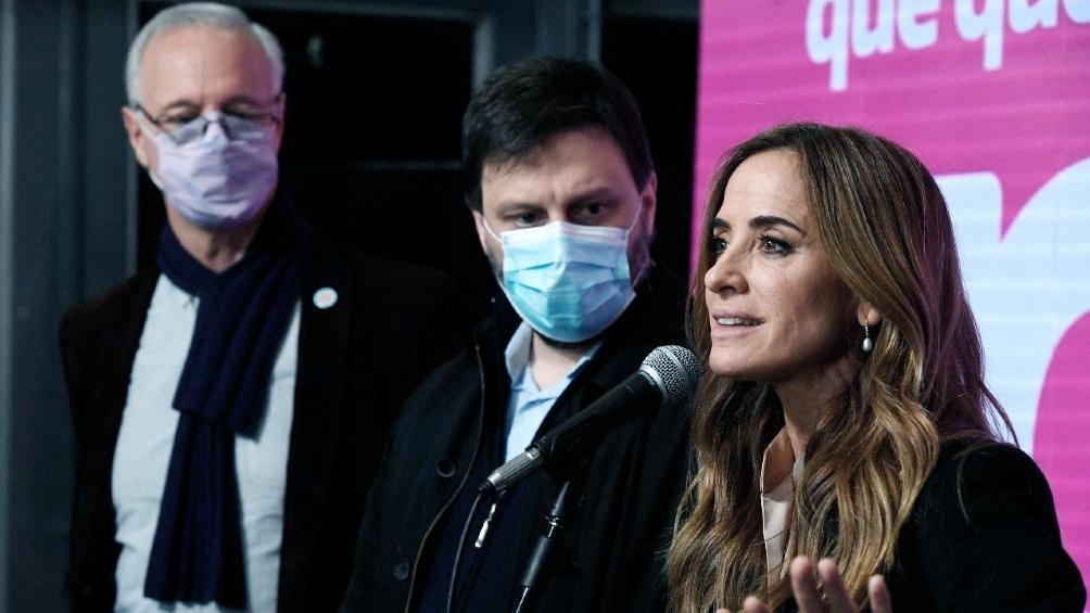Candidatos oficialistas: Victoria Tolosa Paz, junto a Leandro Santoro y Daniel Gollan.