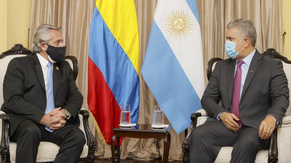 Alberto Fernández e Iván Duque en Perú. Foto: Presidencia.