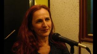 Ahora la performer Marisa Busker solo se expresa con la voz