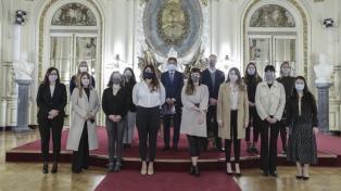 Ofrecerán 600 becas de capacitación en tecnología para mujeres en la Argentina