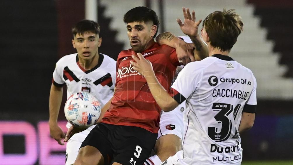 Entretenido y disputado partido con seis goles (Foto: Sebastián Granata).