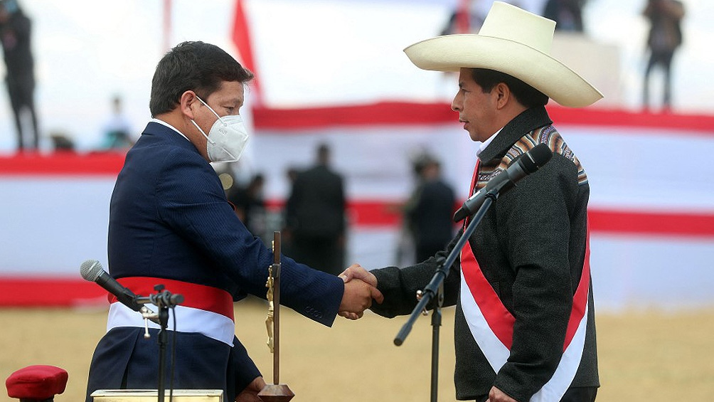 Guido Bellido junto a Pedro Castillo.