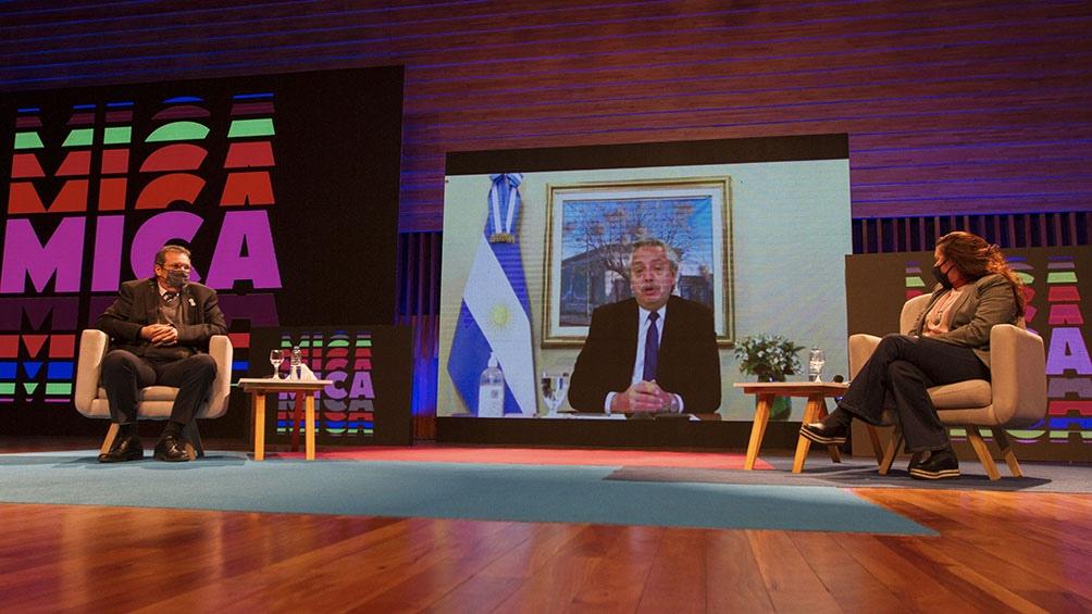 """Fernández consideró como una """"buena noticia"""" el desarrollo de la plataforma que permitirá """"llevar adelante proyectos"""" culturales. Foto: Presidencia."""