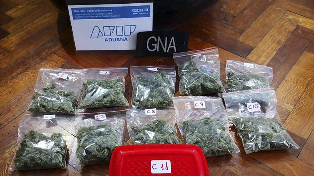 Personal de Aduana secuestró en el aeropuerto de Ezeiza casi 4.000 troqueles de LSD.