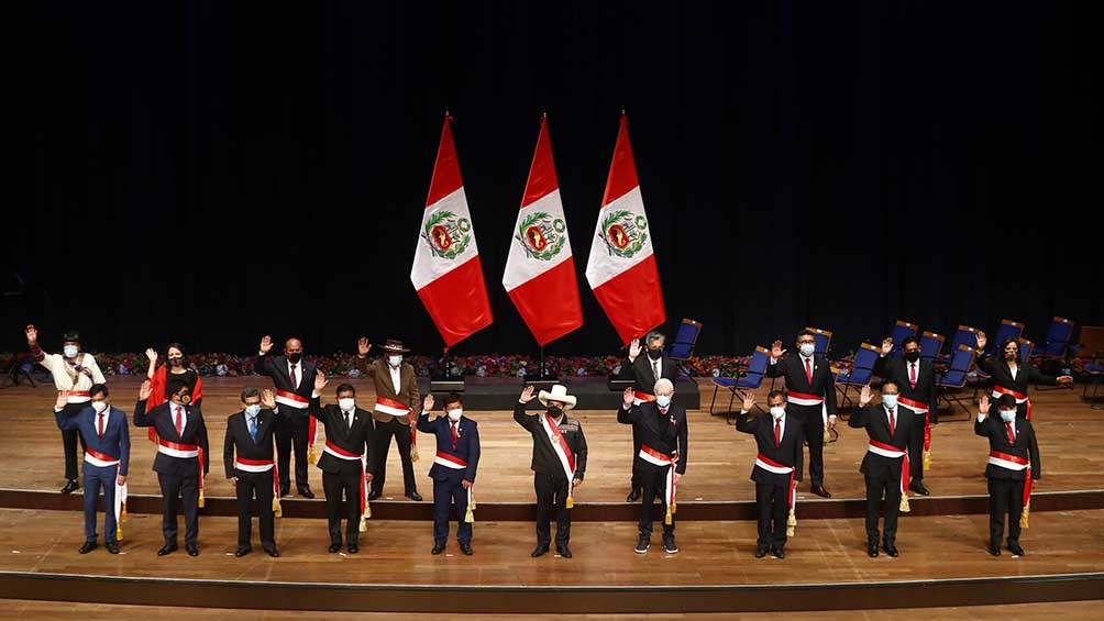 Castillo tomó juramento a su Gabinete.