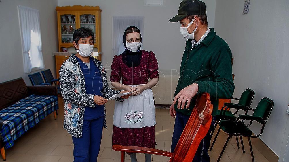 """Los integrantes de la Comunidad Menonita """"no confían demasiado en la vacuna"""", contó Mónica a Télam."""