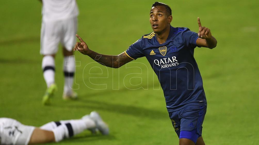 Villa con la camiseta de Boca, una imagen que tal vez no vuelva a darse.