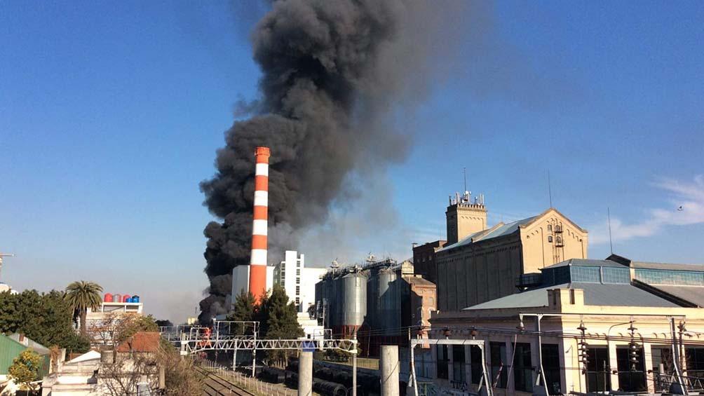 Incendio en Quilmes: trabajan diez dotaciones de bomberos