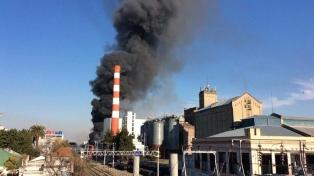 Bomberos controlaron un incendio en la Cervecería Quilmes sin que se registraran víctimas