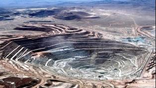 Los trabajadores de la mayor mina de cobre irán a huelga