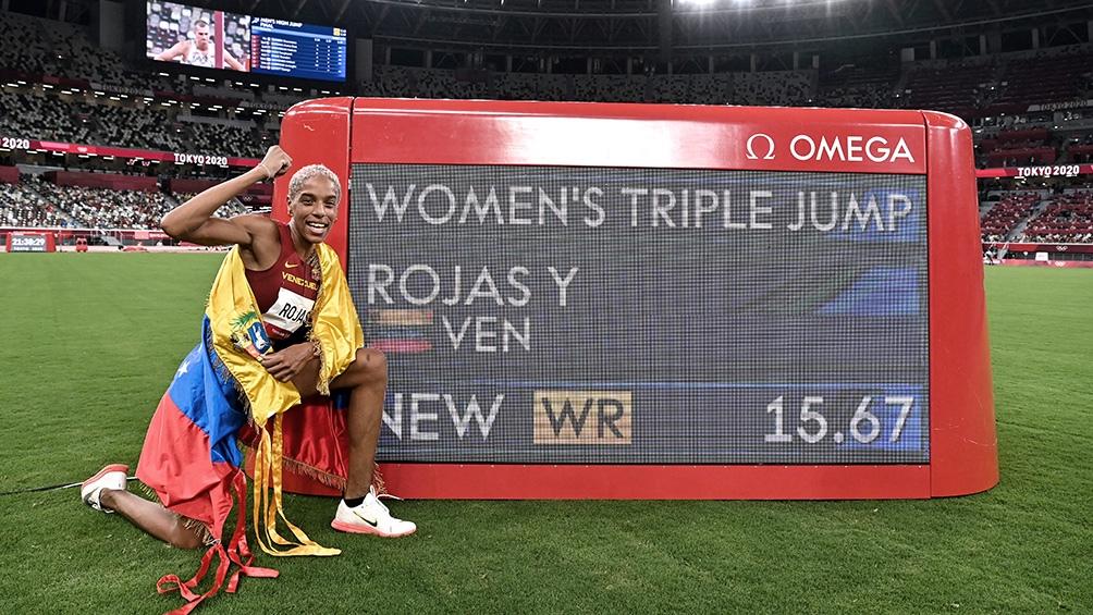 Yulimar Rojas exhibe su récord mundial en salto triple.