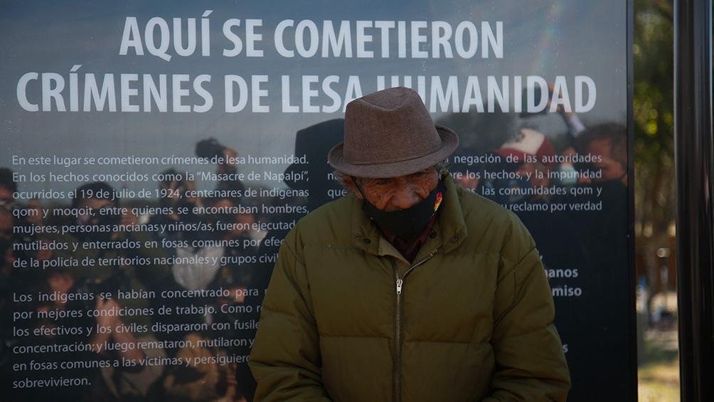 """En el marco del acto por el 97º aniversario de la """"Masacre de Napalpí"""", en el lugar mismo donde más de 400 qom y mocoi fueron asesinados por las fuerzas de seguridad se descubrió un cartel de las mismas características de los que señalizan los centros cla"""