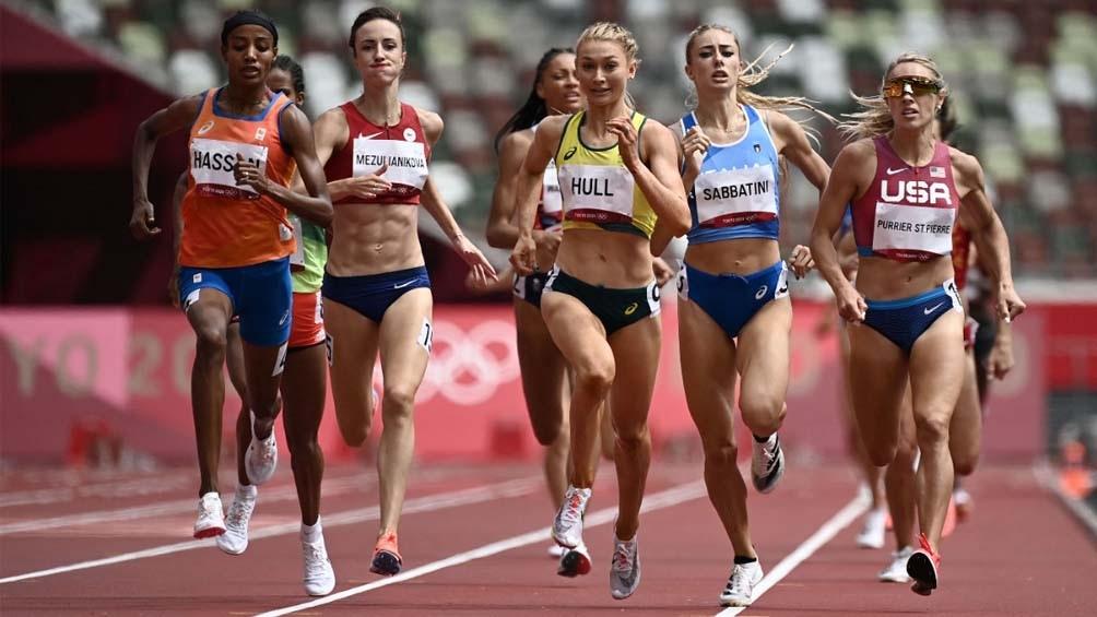 Juegos Olímpicos: Corría la prueba de 1500 metros, se cayó y sucedió algo inesperado