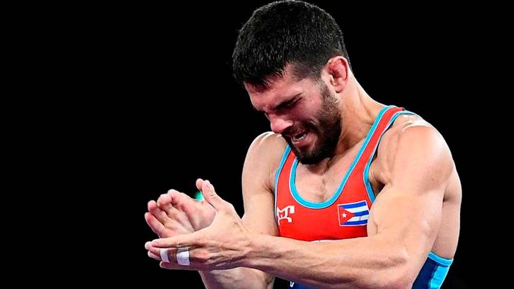 Luis Orta, otros de los luchadores cubanos que subieron a lo más alto del podio. (Foto: TW @MMarrero Cruz)